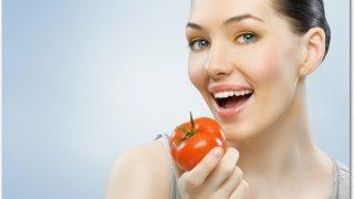 炭水化物を抜くダイエットでは米の代わりにトマトを